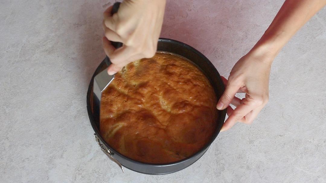 Рецепт приготовления шарлотки с яблоками - шаг 11