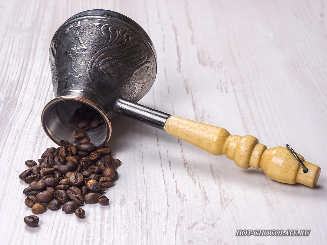 Кофе в зернах и турка